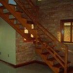 Casas com Escadas Internas de Madeira